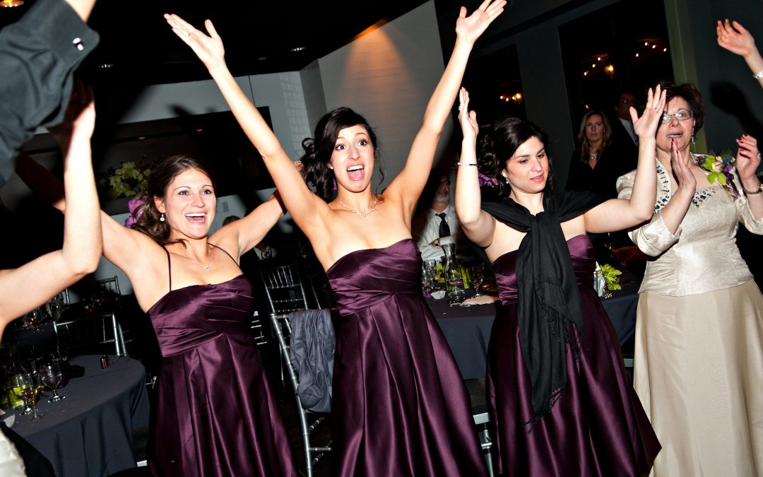 WHEN TO BOOK ENTERTAINMENT FOR YOUR WEDDING!